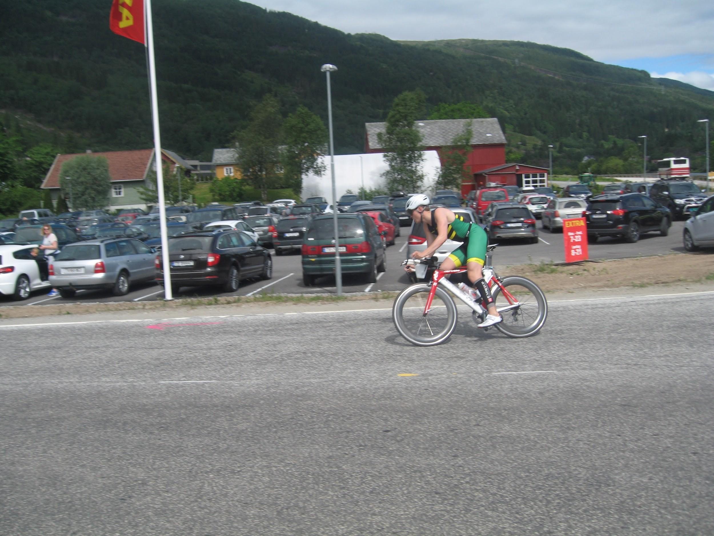 Sunnfjord - André 3, ut på sykkel