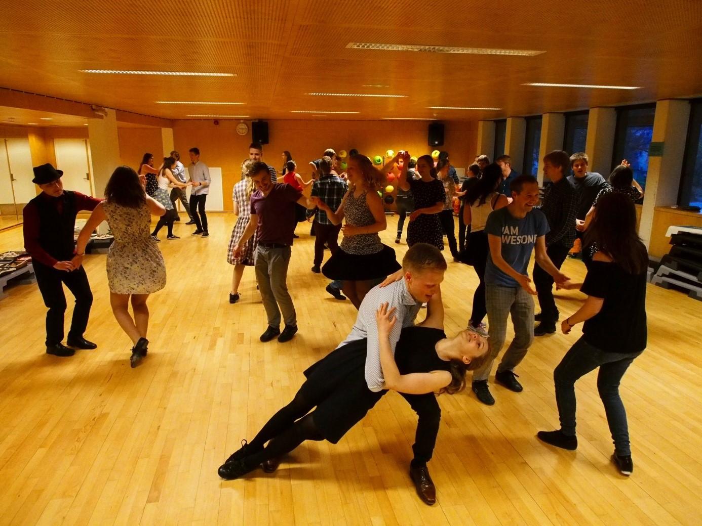 Swing og Folk dance